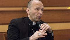 hosť večera Jozef Haľko, autor knihy Arcibiskupov zápas