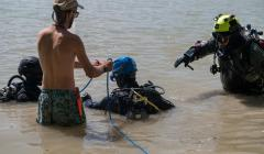 Dokumentácia štruktúr pri brehu (foto AKITO diving)