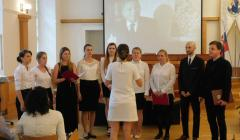 Zbor spevákov a speváčok pod vedením Jany Andevskej