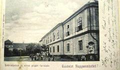 Lekárska fakulta v Trnave, vzadu budova Adalbertinum